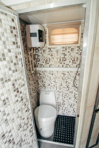 Туалетная комната Автодома 4x4 на базе УАЗ